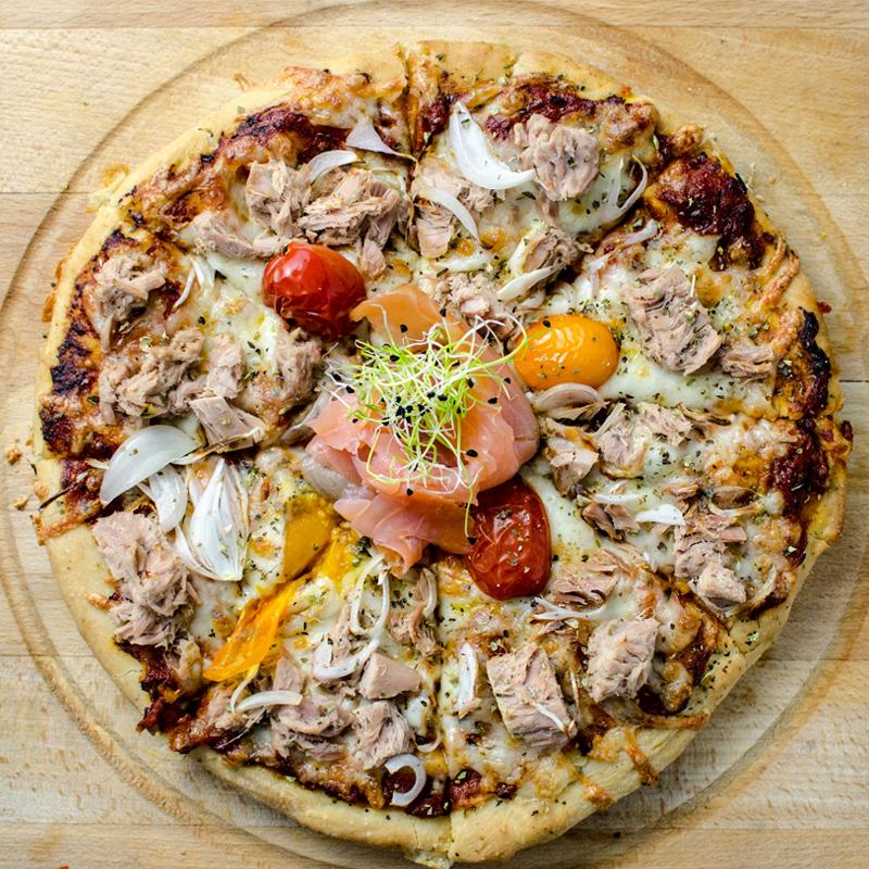 Pizza cu mix de peste