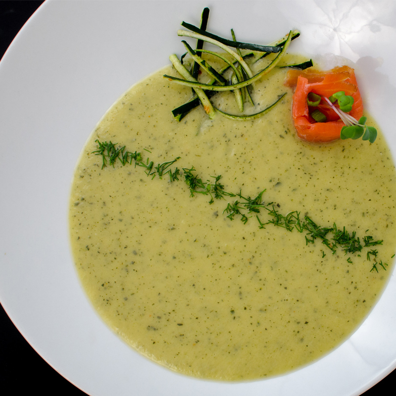 Supa crema de zucchini cu somon fume
