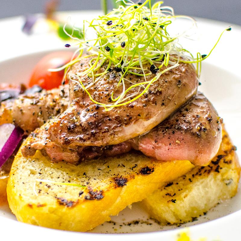 Foie gras cu briosa cu unt si jeleu de gutui